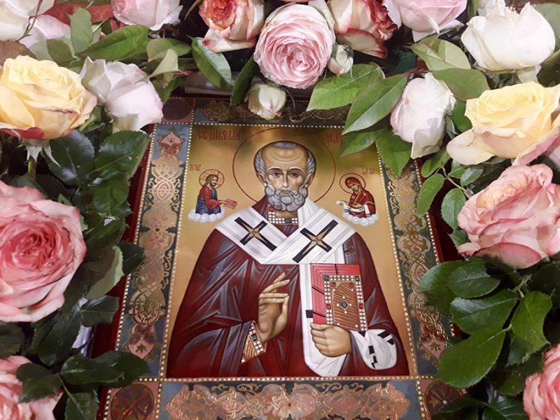 Икона в русской церкви